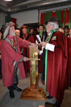 Remise du Glaive par la confrérie de la Croustade et du Vin Rosé de Bessan à l'ordre Universel des Chevaliers du Cep Coeur d'Hérault