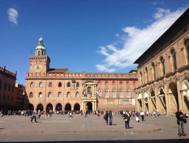 Vita - Bologna Piazza Maggiore