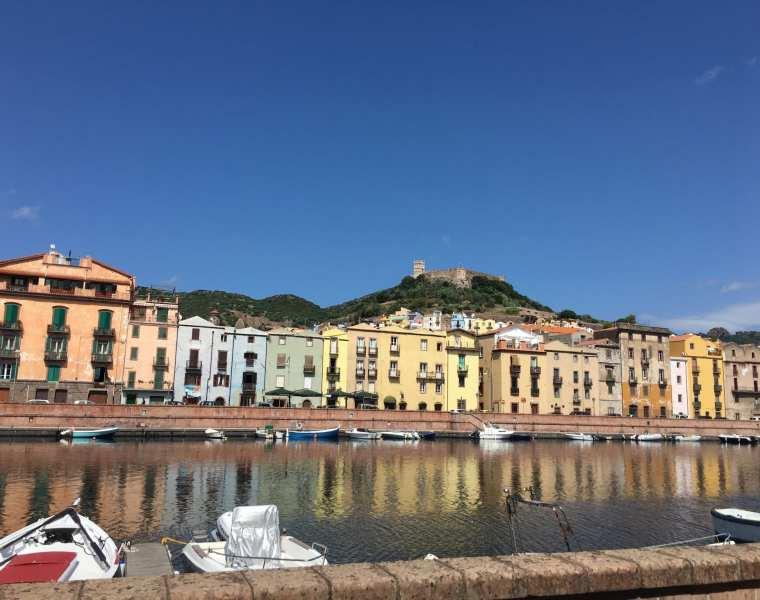 Bosa riflesso Sardegna Le Plume