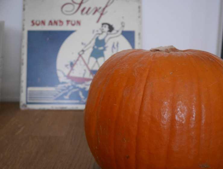 Intagliare-zucca-di-Halloween-Le-Plume