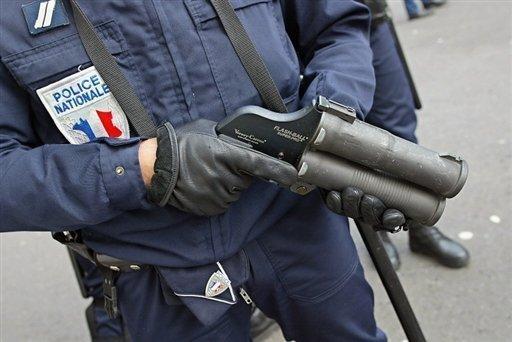 Tir de flashball à Montreuil: un policier mis en examen