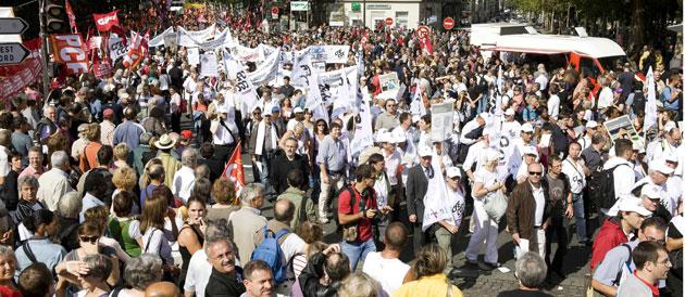 RÉFORME DES RETRAITES - Les syndicats condamnés au succès dans la rue