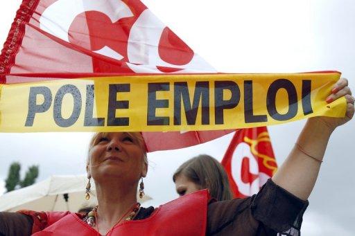 """Pôle Emploi: 1.800 postes supprimés, """"agression"""" pour les syndicats"""