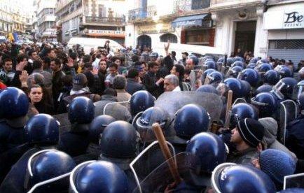 """Algérie: marche de l'opposition le 12 février pour """"le départ du système"""""""