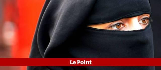 Femme voilée Française.