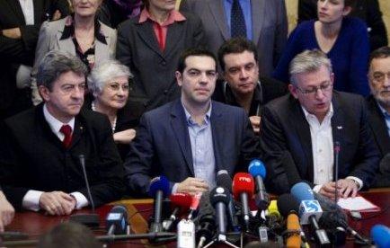 """""""Il n'y a rien à négocier dans le memorandum car on ne négocie pas avec l'enfer"""", a déclaré Alexis Tsipras au cours d'une conférence de presse tenue avec les deux leaders du Front de Gauche, Jean-Luc Mélenchon et Pierre Laurent, à l'Assemblée nationale."""
