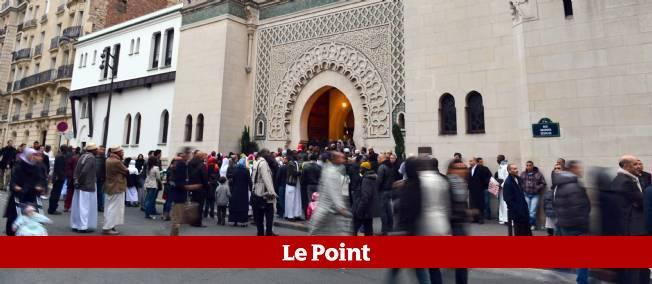 Les fidèles arrivent à la Grande Mosquée de Paris le 26 octobre 2012, pour célébrer l'Aïd-el-Adha.