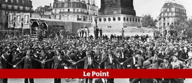Place de la Bastille à Paris, lors du grand défilé populaire du 14 juillet 1936 au cours duquel des milliers de manifestants se sont retrouvés pour célébrer à la fois la fête nationale et la victoire électorale du Front populaire.