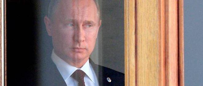 Vladimir Poutine attend l'arrivée de ses hôtes au sommet du G20, le 5 septembre, à Saint-Pétersbourg.