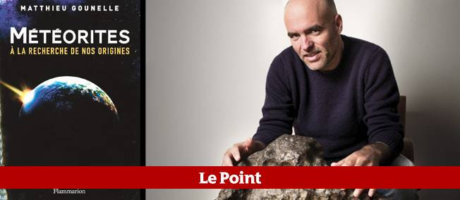 L'astrophysicien Matthieu Gounelle. Devant lui, une météorite en fer trouvée au Chili en 1864 et offerte à la France trois ans plus tard.