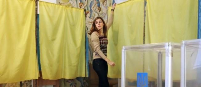 Les bureaux de vote ont ouvert dimanche 26 octobre en Ukraine.