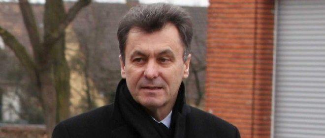 Philippe Esnol, ancien maire de Conflans-Sainte-Honorine, a quitté le Parti socialiste en 2013 pour rejoindre la Parti radical.