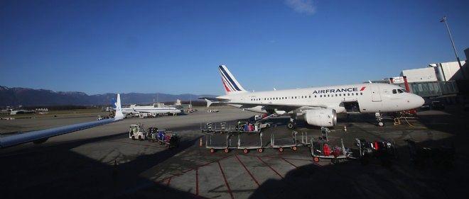La directive sur le registre de noms de passagers (PNR), datant de 2011, prévoit la création d'un fichier européen des données personnelles des voyageurs aériens qui pourrait être croisé, avant leur entrée sur le territoire européen, avec des bases de données de personnes dangereuses.