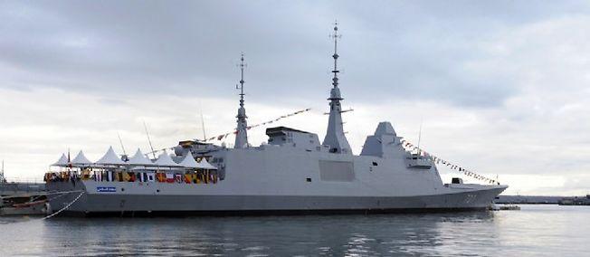 Une frégate militaire FREMM construite par la société DCNS.