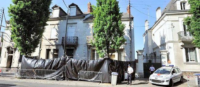 La maison de la famille Dupont de Ligonnès à Nantes, ici en 2011, après la découverte des corps de Mme Dupont de Ligonnès et de ses 4 enfants. À ce jour, Xavier Dupont de Ligonnès n'a pas été retrouvé et la lumière n'a pas été faite sur ces 5 meurtres.