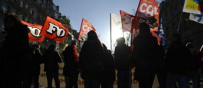 Les organisations grévistes, d'ordinaire opposées, défileront côte-à-côte, même si leurs motivations divergent : le Snes-FSU souhaite une reprise des discussions, alors que le Snep-FSU, le Snalc, FO, la CGT et Sud réclament le retrait du texte.