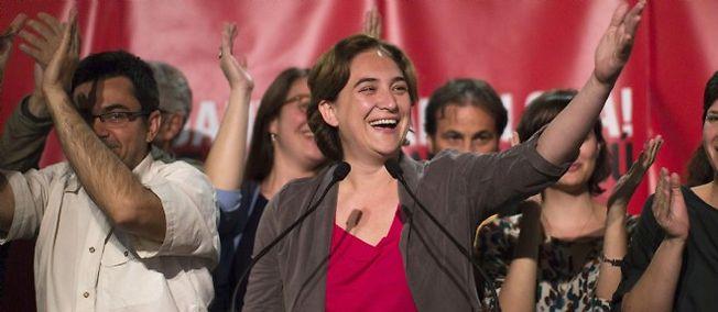 Ada Colau célèbre la victoire de sa coalition à Barcelone, le dimanche 24 mai.