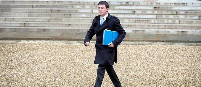 Après avoir caressé l'idée de réformer le contrat de travail, Manuel Valls a renoncé et devrait se contenter de mesures moins ambitieuses.
