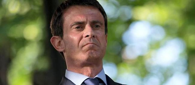"""Manuel Valls a maintenu qu'il s'agissait d'un voyage officiel, mais a tenu compte, dit-il, de la """"réaction des Français""""."""