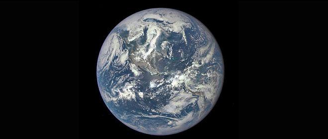 L'humanité consomme de plus en plus de ressources et de plus en plus vite.