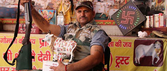 À Saharanpur, dans l'Uttar Pradesh, Vijaykant Chauhan, 37 ans, se présente comme un « guerrier de l'hindouisme ». Il a ouvert un refuge pour vaches et promet de tuer tous ceux qui oseront en abattre ou consommer leur viande.