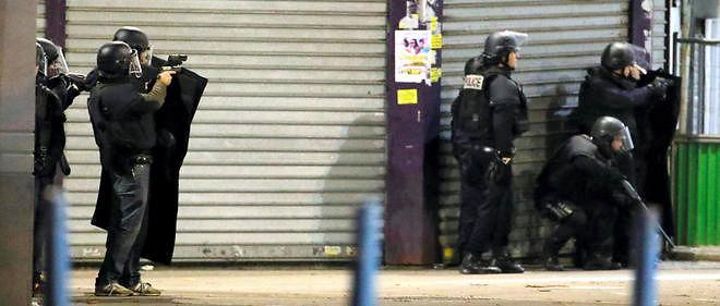 Premières images de l'assaut policier à Saint-Denis, dans le nord de Paris;