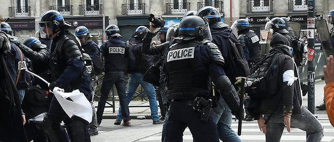 """Un rapport de l'ONU s'inquiète de """"l'usage excessif de la force"""" employée par la police en France."""
