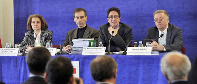 Remise du rapport de l'Igas sur le Mediator, le 15 janvier 2011. Le directeurde l'Igas, Pierre Boissier, est le deuxième en partant de la gauche. À gauched'Aquilino Morelle.(Image d'archive).