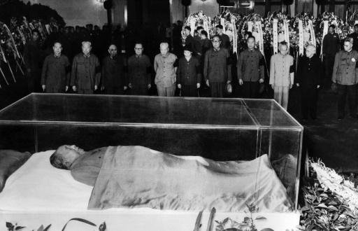 Le corps de Mao Tsé-toung à Pékin, sur une photo datée du 13 septembre 1976 diffusée par l'agence officielle chinoise  ©  XINHUA/AFP/Archives