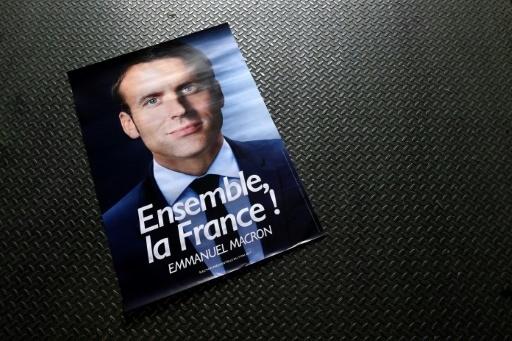 """Whirlpool Amiens: Macron accueilli par des sifflets et """"Marine présidente"""""""