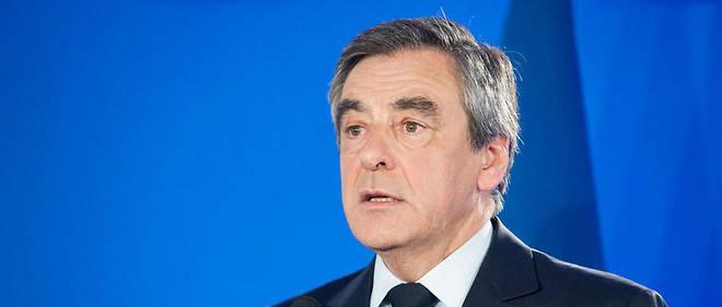 """François Fillon a déposé une plainte contre le """"Canard""""."""