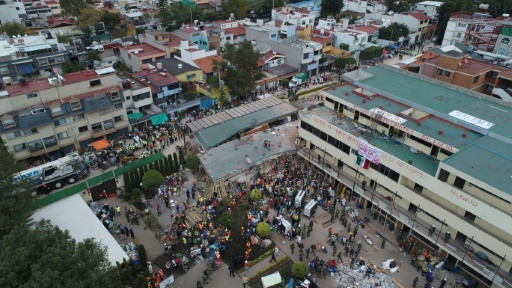 Vue aérienne de l'école primaire et secondaire Enrique Rebsamen après un séisme, le 20 septembre 2017 à Mexico © MARIO VAZQUEZ AFP
