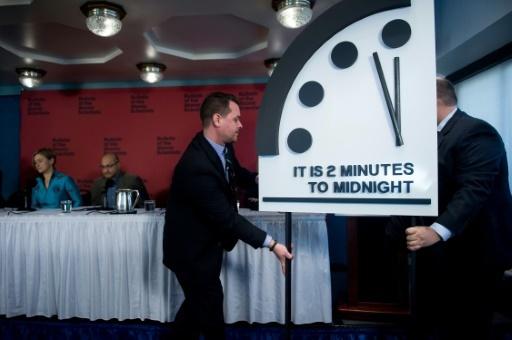 L'horloge de l'apocalypse présentée par le Bulletin of the Atomic Scientists, le 25 janvier 2018 à Washington © Brendan Smialowski AFP