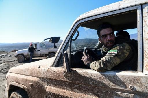 Des rebelles syriens pro-turcs se dirigent vers la frontière syro-turque, le 30 janvier 2018 © OZAN KOSE AFP