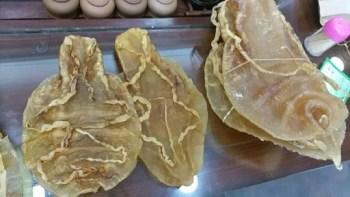Des vessies de totoaba, dont sont friands les Chinois notamment et qui sont vendues à prix d'or, le 1er mars à Canton, en Chine © Joanna CHIU AFP