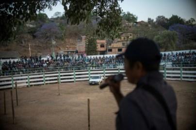 Un rassemblement de la police communautaire à Tlacotepec dans l'état du Guerrero au Mexique, le 24 mars 2018 © Pedro PARDO AFP