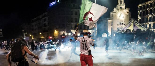 282 personnes ont ete interpellees dans la soiree de dimanche en marge des celebrations de la victoire de l'Algerie et des debordements du 14 juillet.