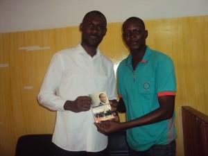 Le journaliste-écrivain, Alexandre Ilboudo et le rédacteur en chef de lepointsur.com, Landry Kuyo