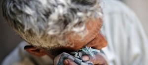 le-pere-de-l-une-des-deux-adolescentes-intouchables-violees-et-pendues-dans-un-village-de-l-uttar-pradesh-en-inde_4910823