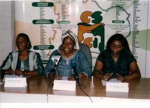 Marguerite Yoli Bi (au centre) présente, selon organisations féminines, le meilleur profile pour diriger la Commission électorale indépendante.