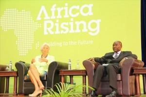 De droite à gauche, Daniel Kablan Duncan premier ministre ivoirien et Christine Lagarde directrice générale du FMI (Ph : Dr).