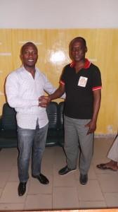 M. Roger Youan pose ici avec le DP de www.lepointsur.com, Diarrassouba Abdul Kader Stéphane