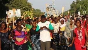 Manifestation de femmes à la veille d'une journée de désobéissance civile déclarée par l'opposition au projet de modification de la Constitution, à Ouagadougou, Burkina Faso (Ph:Dr).