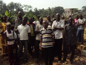 Le collectif des habitants du quartier autour de M. Abodjo Amian Germain, représentant du chef du village d'Agban-Attié.