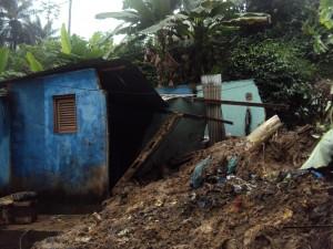 C'est sous ces décombres que le corps, encore en vie de Zerbo Abdul Kader  a été retiré (Ph:Opportune B)