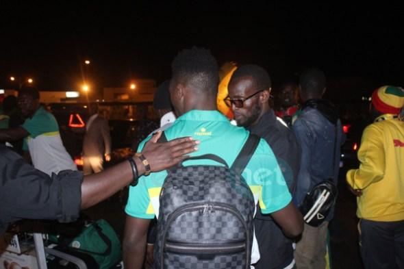 """L'arrivée des """"Lions"""" de la Téranga à l'aéroport Léopold Sédar Senghor de Dakar (vidéo et photos)"""