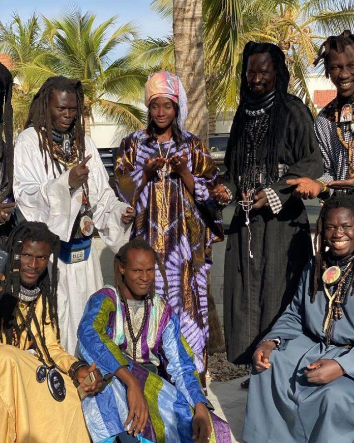 PHOTOS - Sokhna Maï Mbacke, fille de Serigne Abdou Karim en toute complicité avec les Baye Fall