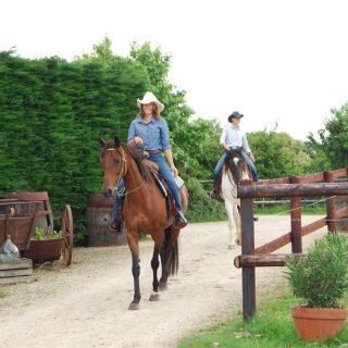 balade-a-cheval-cowgirls2_ranch-de-calamity-jane-morbihan