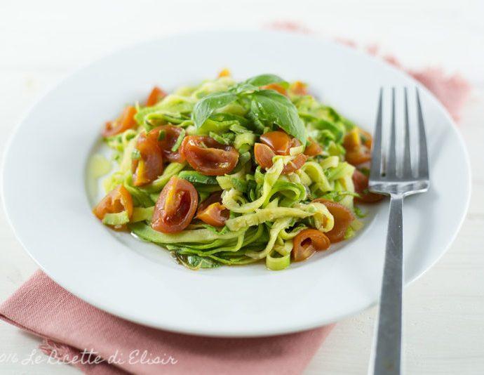 Spaghetti di zucchine al pomodoro fresco