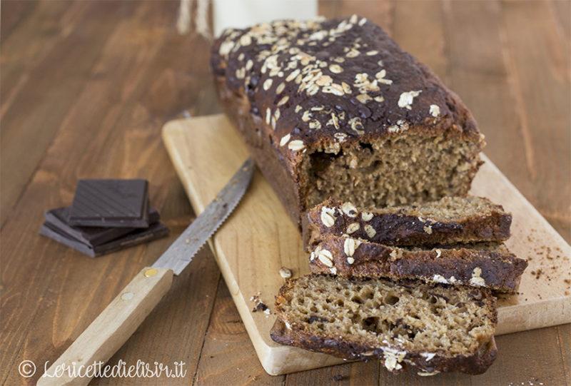 Banana bread facile con cioccolato e avena
